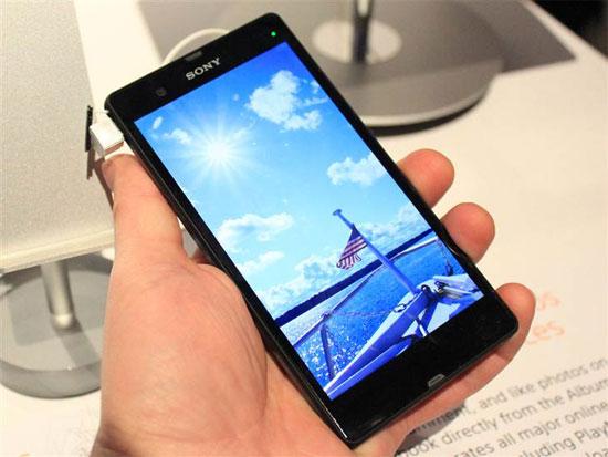 смартфон Sony Xperia Z на ладони